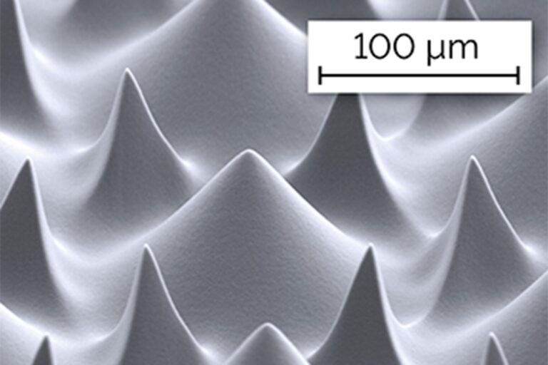 2.5D features created by Grayscale Lithography are in many cases used for microoptics. A surface may for example be structured in a targeted way to lead to controlled reflection or diffusion of light. The image shows such a type of periodic surface patterning featuring sharp peaks and tips. (Courtesy of IGI)