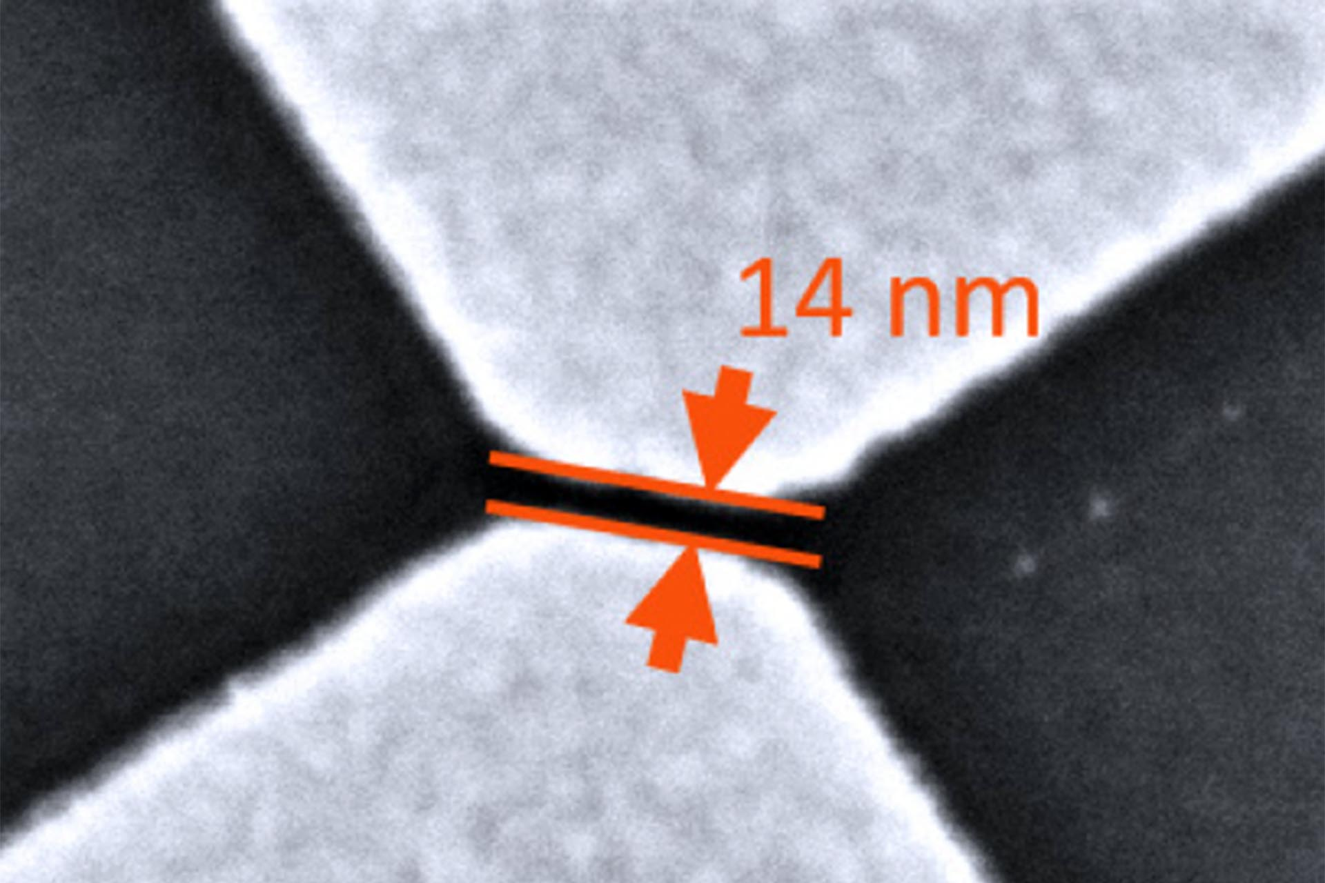 Gap between two metal electrodes made with NanoFrazor lithography in PPA resist and a simple lift-off process.