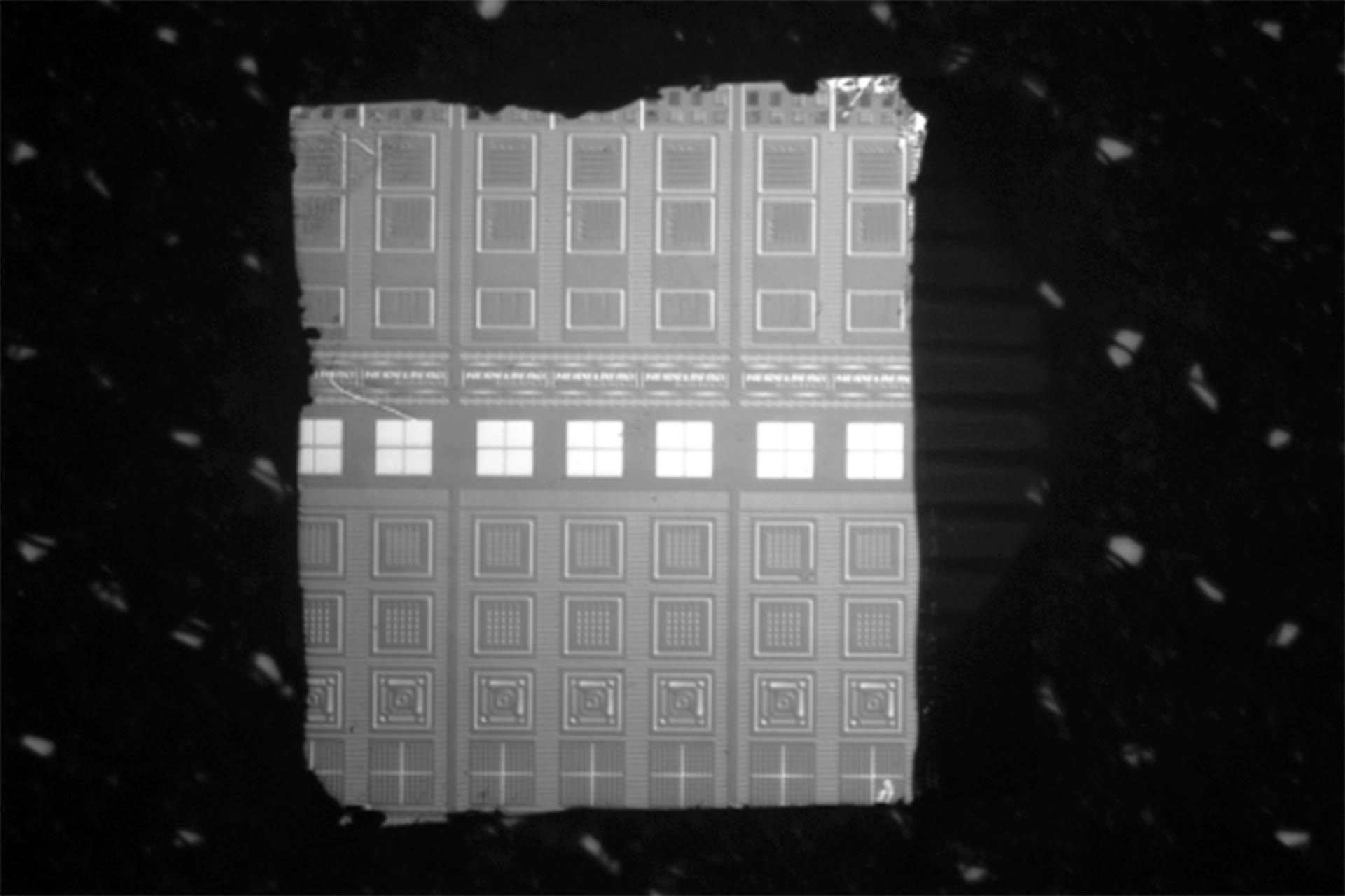 Successfully exposed wafer piece of a few millimeters in each dimension. Thanks to the optical autofocus, the exposure quality is retained even at the uneven edges.