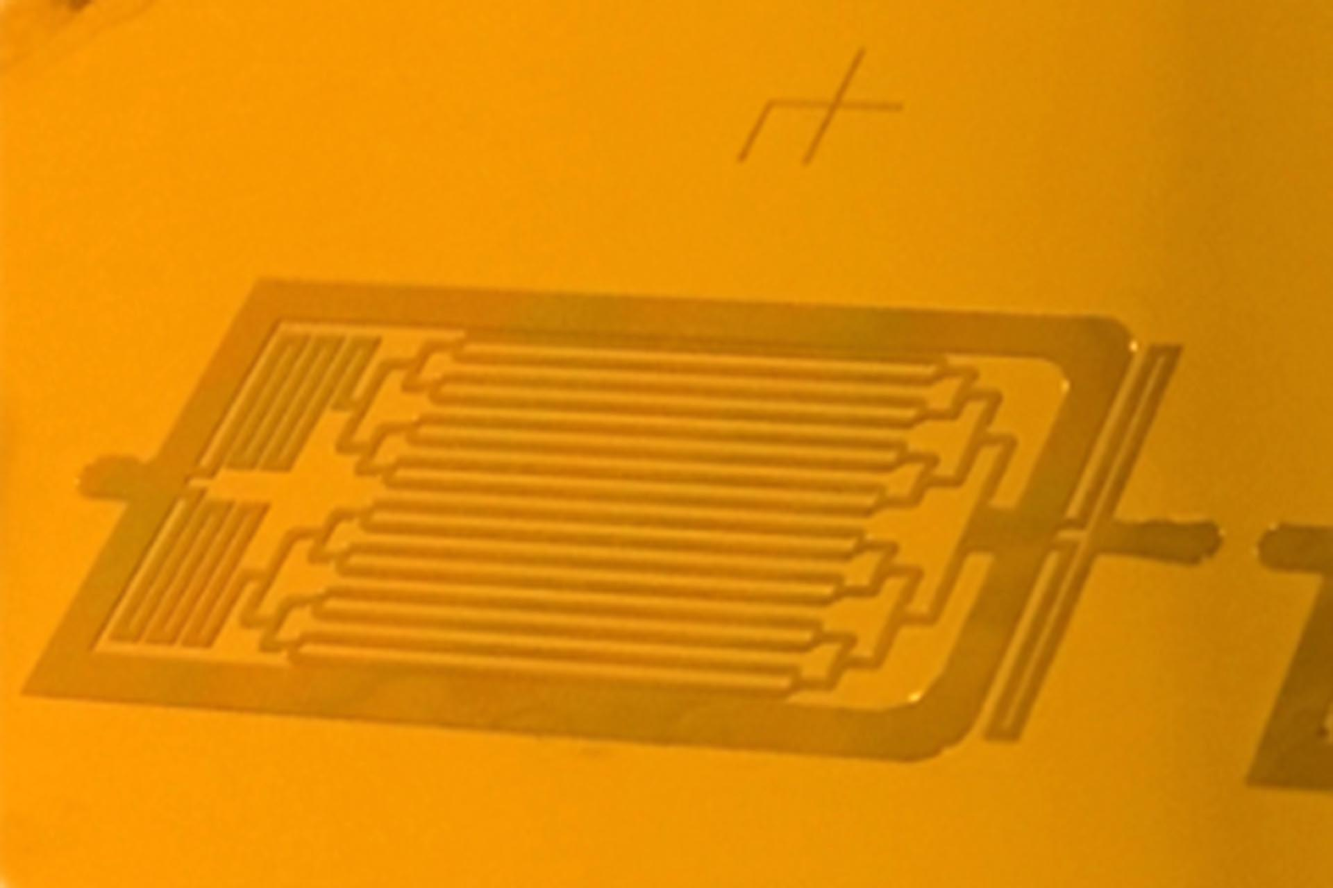 Microfluidics channels in 25 µm of SU-8 fabricated by Maskless Lithography.